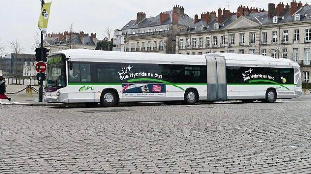 les-premiers-bus-hybrides-lessai